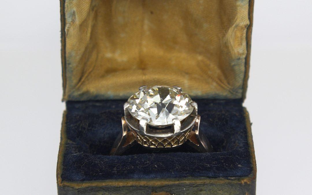 O wielkości diamentu i czystości złota