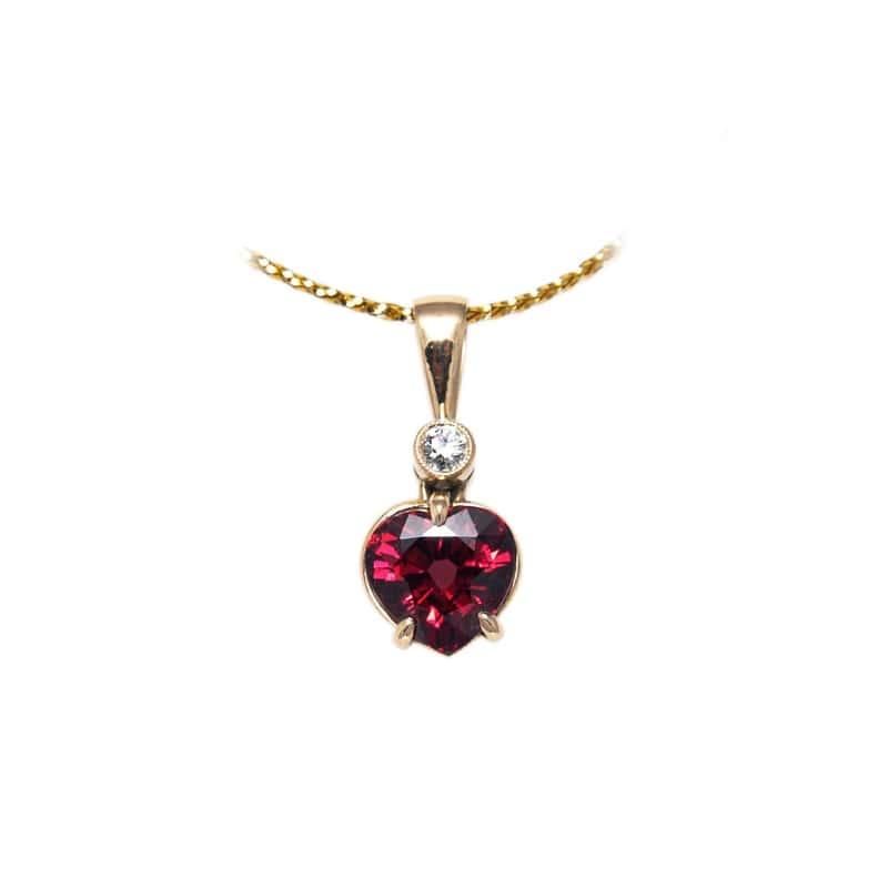 wisiorek w kształcie serca z almandynem - kozak diamonds